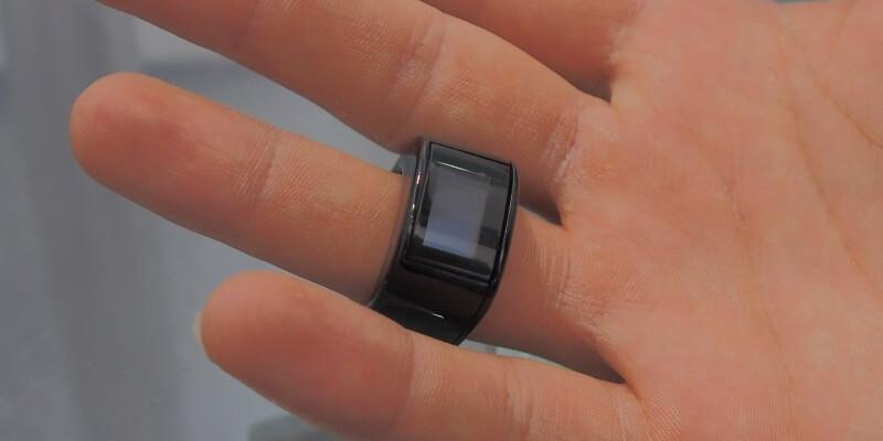 Smart Rings verbinden sich mit dem Smartphone